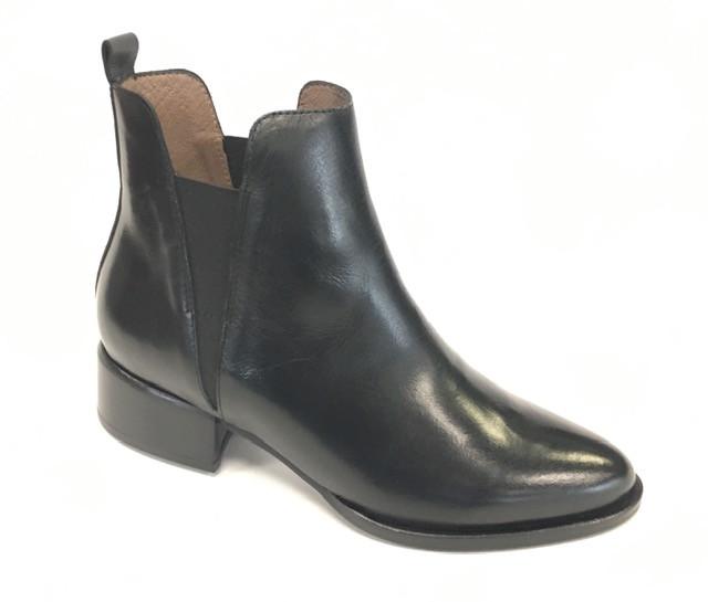 WND 1122-300 Black Leather.jpg