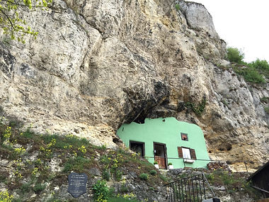 Haus Rafael Pielenhofen im nahegelegenen Künstlerort gibt es Felsencafes