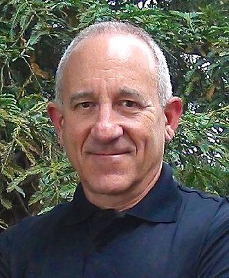 CROPPED-Warren Kahn passport photo_edited.jpg