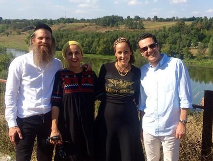 רוני ונורית אילון הירש יחד עם עדן הראל ועודד מנשה.