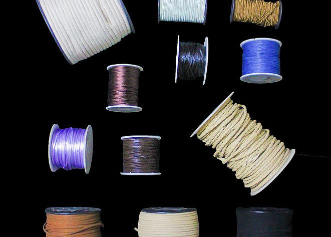 Imagens de rolos de linha e couro