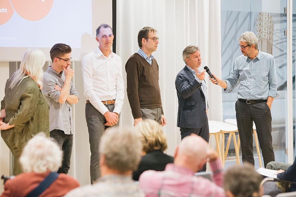 Op het podium vlnr Yana van Tienen (Achterhoek), Tim van Wanroy (Maastricht), Enno Zuidema (Groningen), Tom Bergervoet (Flexible Cities) & Peter Bertholet (Parkstad Limburg)
