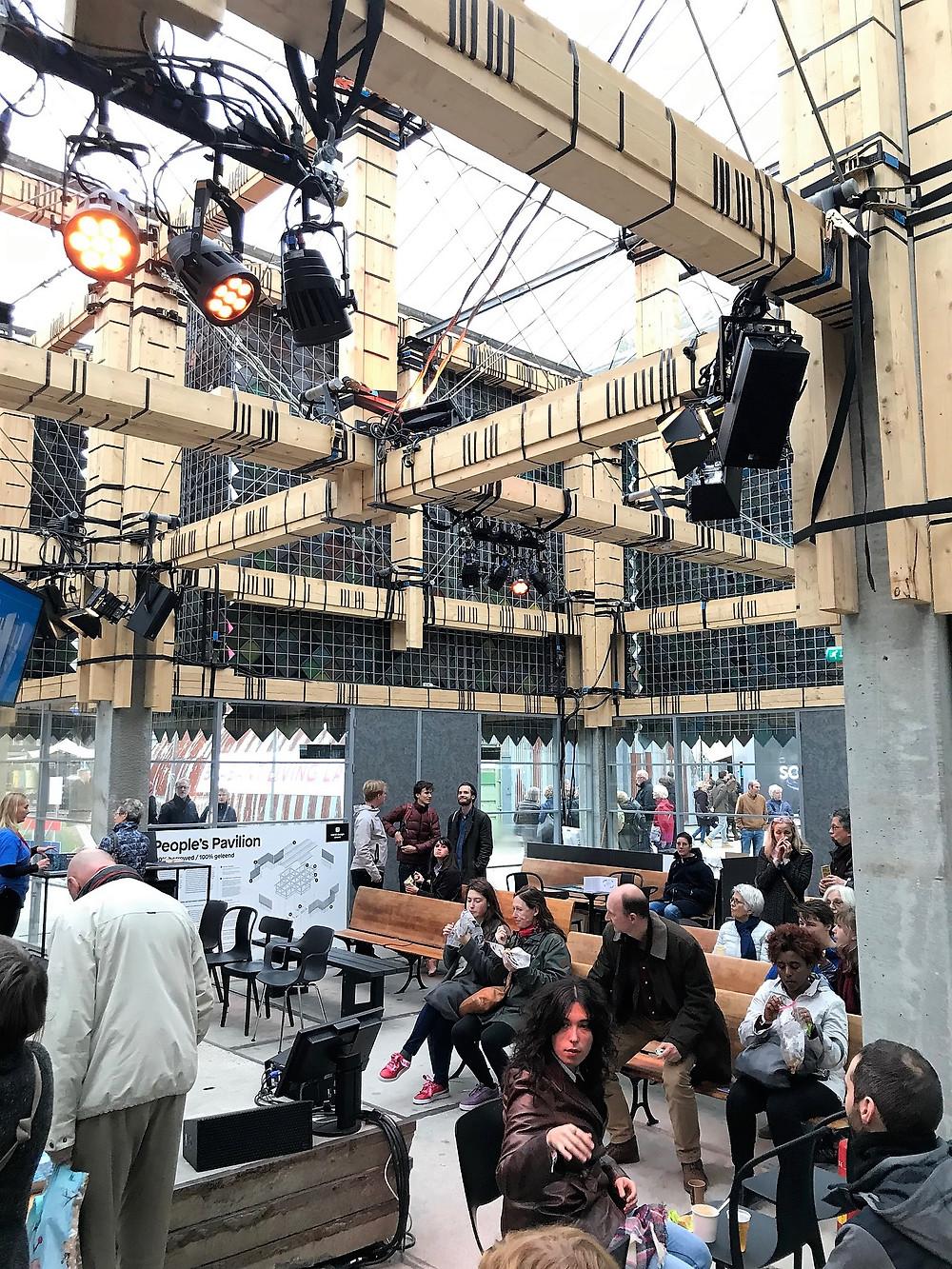 Op de Dutch Design Week was in 2017 een tijdelijk festivalgebouw te zien dat volledig met geleend materiaal was opgebouwd. Materiaal dat na afloop van de DDW weer keurig terug gebracht is naar de rechtmatige eigenaar.