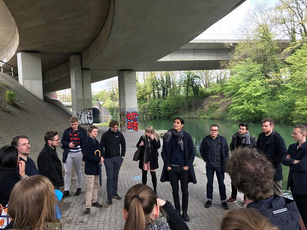 Bij een rondwandeling door Maastricht liep de route onder de Noorderbrug door waarvan een deel bewaard zal blijven in een nieuwaan te leggen park dat er straks zal komen als de toegang tot Maastricht verlegd gaat worden