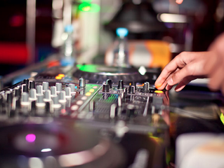 Top 5 Reasons to choose a DJ over an Ipod at your Wedding.