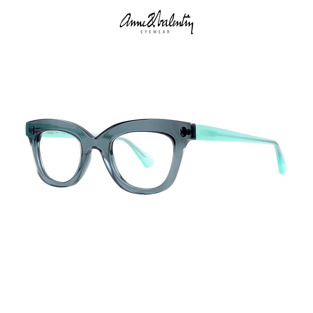 Anne et Valentin WE ARE STRONG, part of the Bold collection.