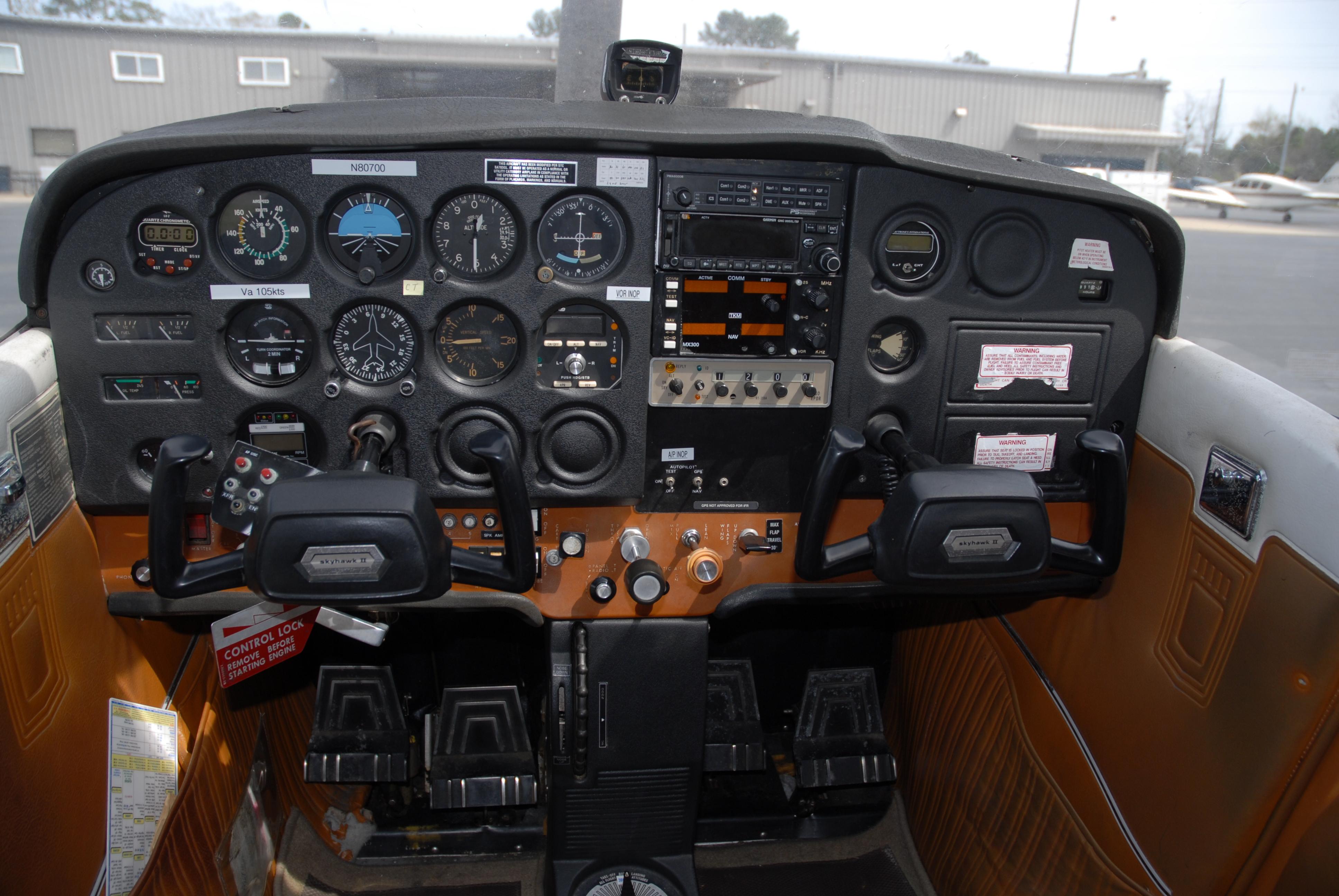 Cessna 172M panel