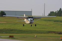 Cessna 172 GE landing