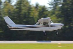 Cessna 152 landing
