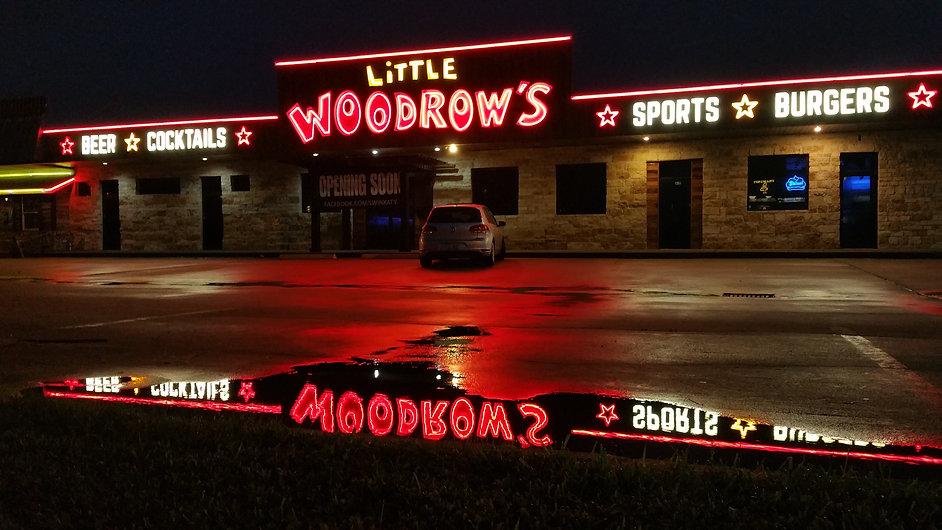 Little Woodrow's in Katy, TX: neon signs.