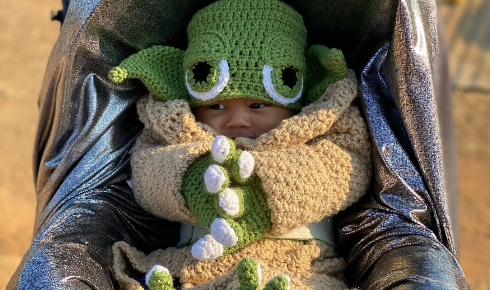 Baby Yoda Cruz