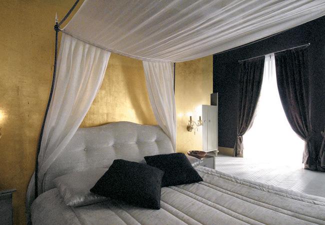 Sinue Bedroom Group