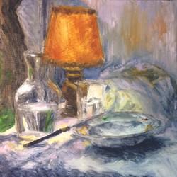 Lampe et vaisselle
