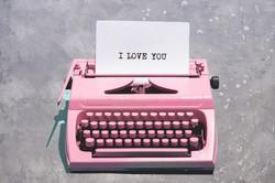 Pink%20vintage%20typewriter%20with%20a%2