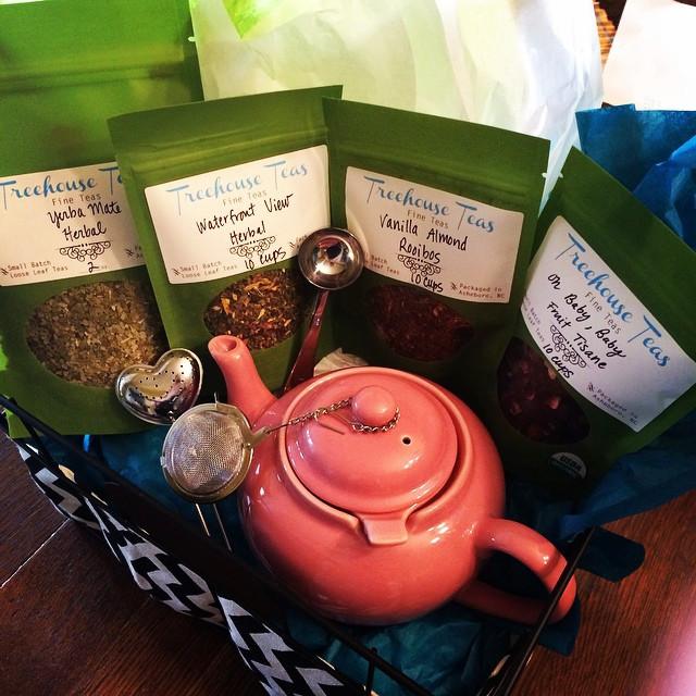 Book Lover's Tea Basket, Treehouse Teas, Asheboro, NC www.treehouseteasnc.com