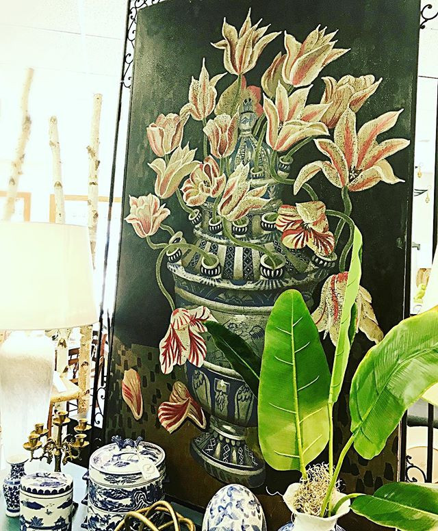 A new Chinoiserie inspired botanical just came into the studio.