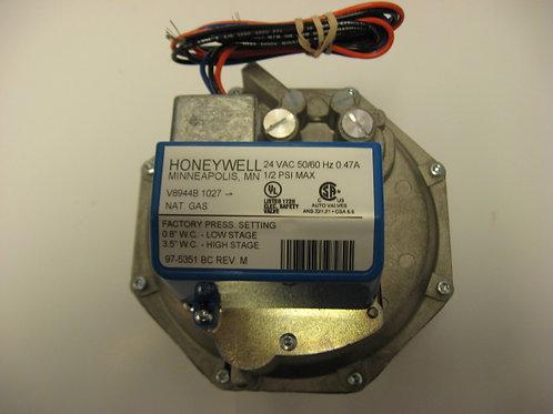 """V894B1027 Honeywell 1 1/4"""" 24V Diaphragm Comb. 2 Stg. Gas Valve"""