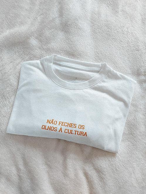 """""""Não Feches os Olhos à Cultura"""" T-shirt"""