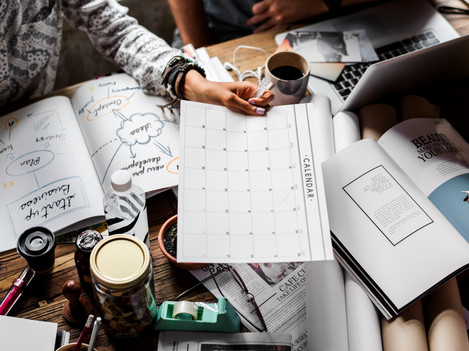 hand-holding-calendar-meeting-talking-wi