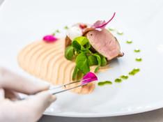 chef-decorating-a-dish-PV5RLXP.jpg