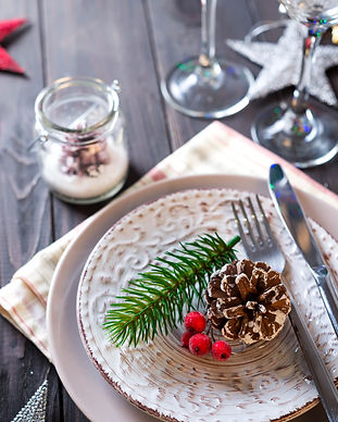 table-served-for-christmas-dinner-P92QDP