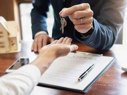 房屋买卖合同中, 我需要重点注意哪些条款?