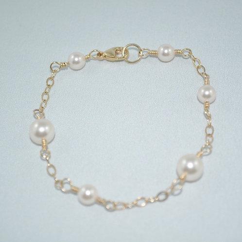 Cream Pearl & Chain Bracelet   B007-GF