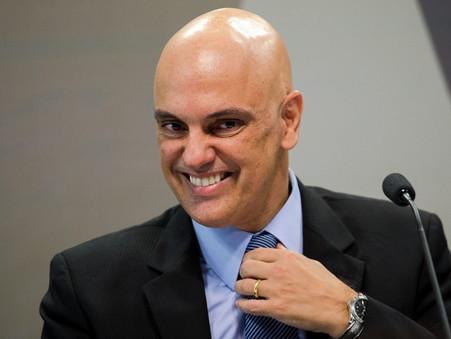Ministro Alexandre de Moraes acolhe notícia-crime do TSE contra Bolsonaro