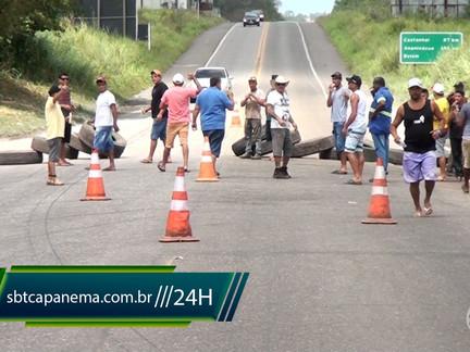 Caminhoneiros fecham BR 316 na saída de Capanema