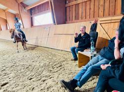 Dehnen kann sich das Pferd erst wenn es zur Ruhe kommt.