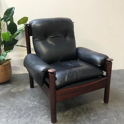 Fauteuil en cuir noir vintage - C222