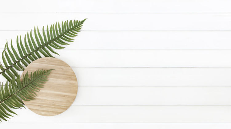 fern-leaves-circle-wooden-plate-white-wo
