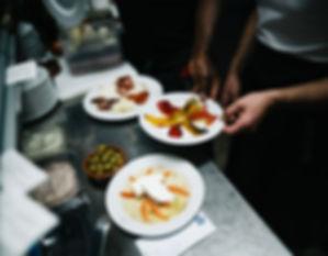 Das Tapasangebot im Mea Culpa ist vielfältig wie z.B. Oliven, Paprika und Schinken