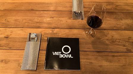 Viet Bowl Charlottenburg Innenraum Location Tisch