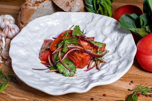 Грунтовые томаты с кинзой и крымским луком