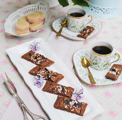 Chokladsnittar med choklad botten och lakrits
