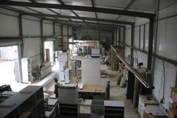 חלל הייצור והרכבת הרהיטים לפני צבע והתקנה בבית הלקוח
