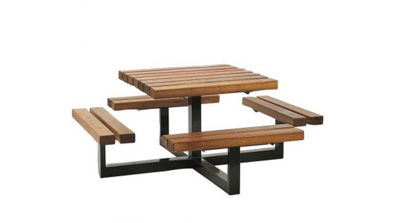 Table pique-nique VERCORS - En lame de bois exotique