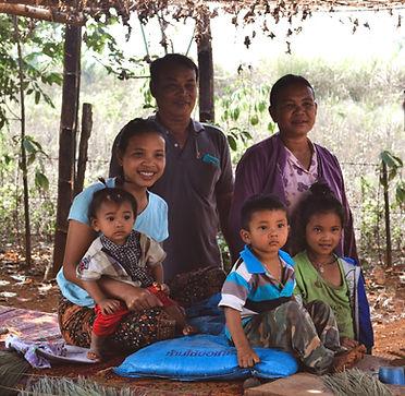 Houay Soi Bounkohg family.jpg
