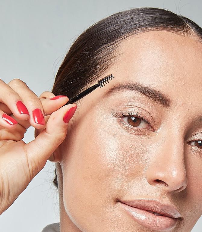 Dois produtos para casar com as sobrancelhas perfeitas