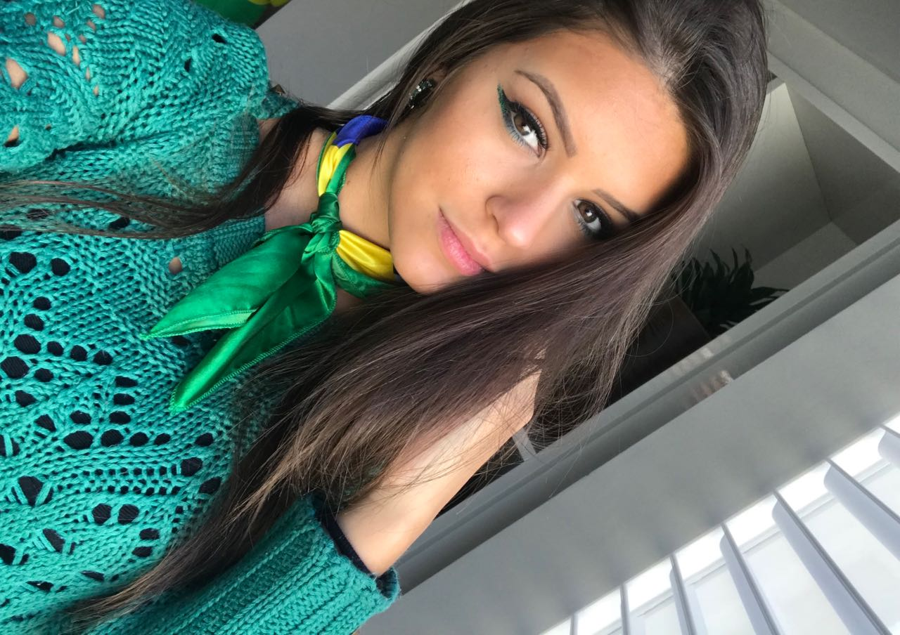 73977e039e Maquiagem verde e amarela para torcer pelo Brasil