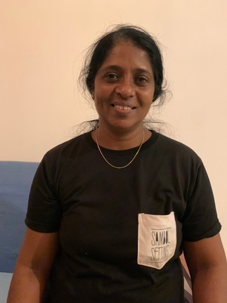 Nilanthi eine Mitarbeiterin.