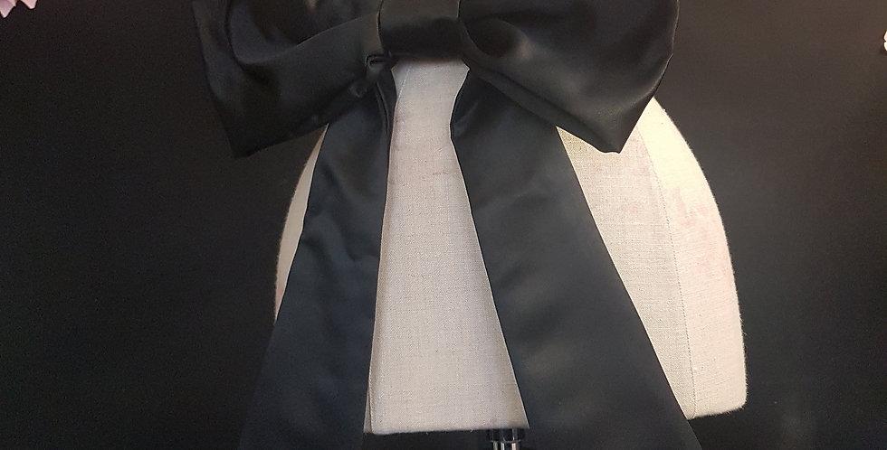 Giant bow belt