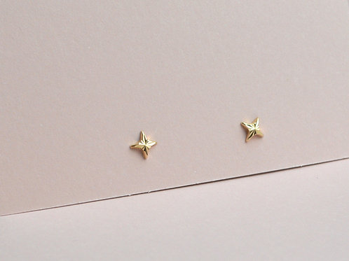 Kiss Studs - 9ct Gold