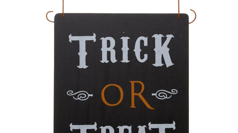Trick or Treat Hanging Halloween Sign!