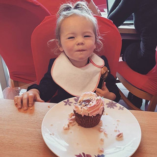 This photo says it all 😋🧁 Cupcakes bac