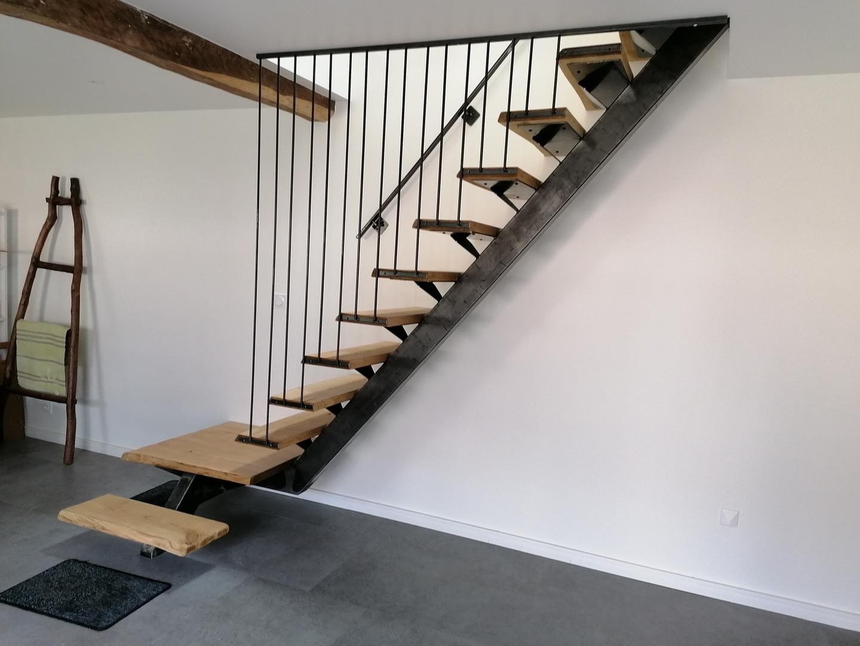 """Escalier """"suspendu"""" acier et bois"""
