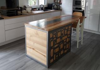 Ilot central de cuisine bois de châtaigner et acier huilé (vue 1)
