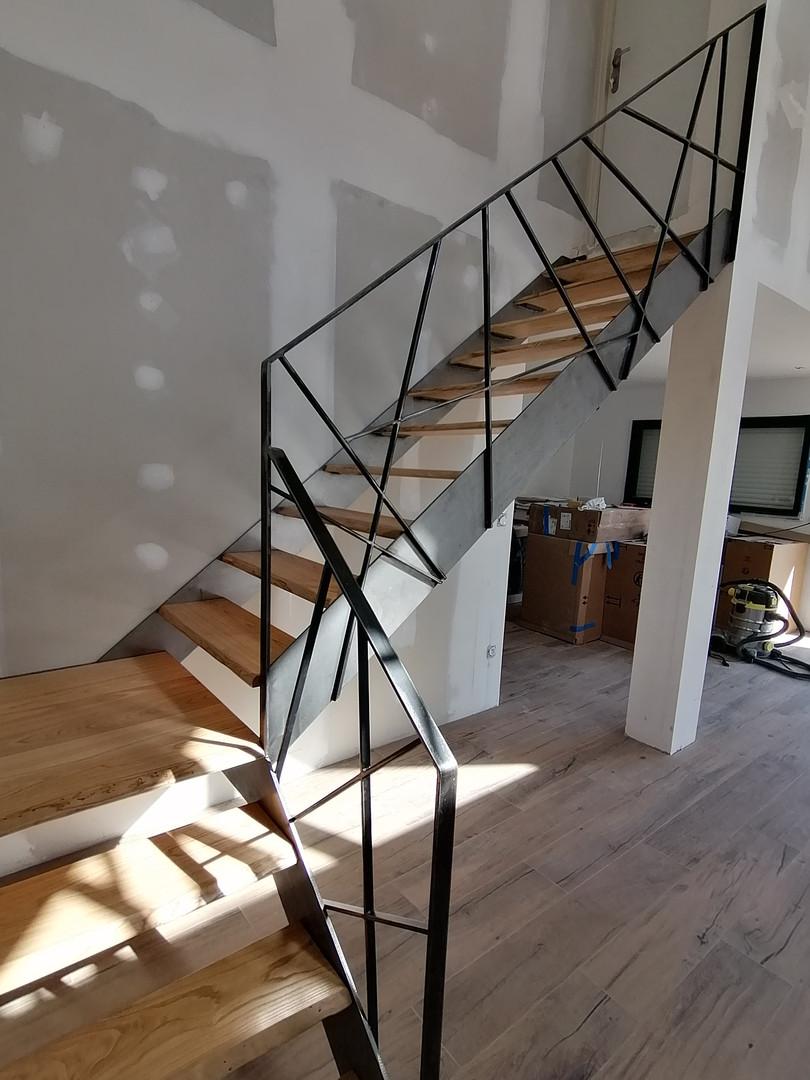 Escalier design acier et bois (vue 2)