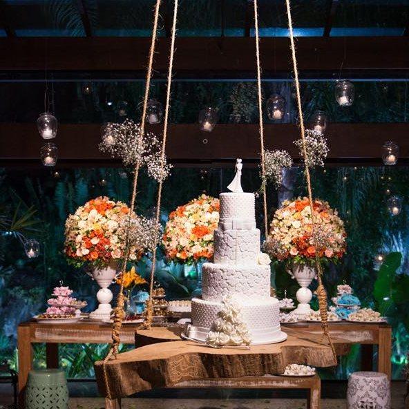 Olha essa Decor _Que balanço lindo para o bolo_Encantada 😍😍_#forminhas Www.masweetcases.com